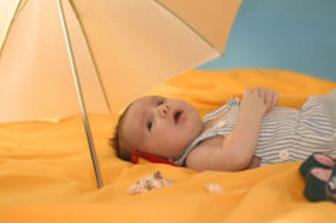 bebe_sub_umbrela